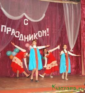 На сцене танцевальный коллектив Заовражского СДК.