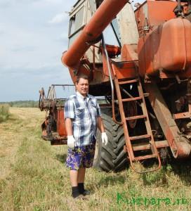 В Кувшиновском районе первыми на поля вышли комбайны колхоза «Заря коммуны». Андрей Викторович Кудряшов