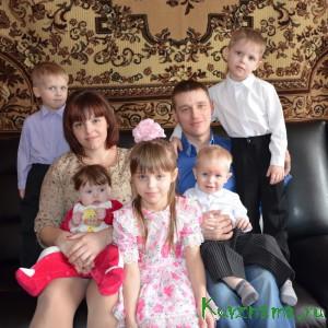Семья молодых родителей Сергея Гусынина и Ольги Петровой воспитывает 5 детишек