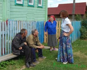 Глава администрации беседует  с жителями д. Боброво.