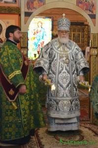 Митрополит Тверской и Кашинский Виктор 22 октября возглавил всенощное бдение, а на следующий день совершил Божественную литургию