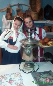 Самые активные участницы художественной самодеятельности Майя Джурахонова и Светлана Куденко