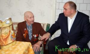 В преддверии 9 Мая глава Кувшиновского района Игорь Аввакумов поздравил ветеранов