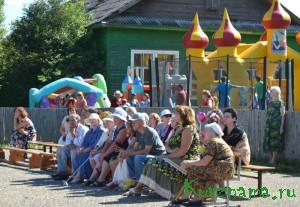 Жители и гости праздника (с. Борзыни)