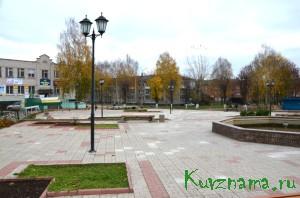 Городской администрацией произведена замена плитки (270 кв. м) на центральной площади города.