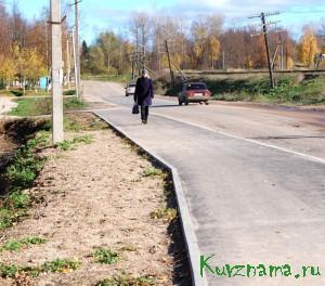 За счет средств местного бюджета на сложном участке дороги (поворот с ул. Советской в Черемушки) заменена часть старого асфальтового полотна на новое.