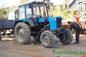 Трактор МТЗ 82 – незаменимая техника для уборки и очистки улиц.