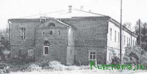 Это здание долгое время использовалось под школу