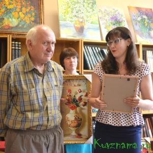 Валерий Александрович Романов резьбу по дереву выполняет вручную