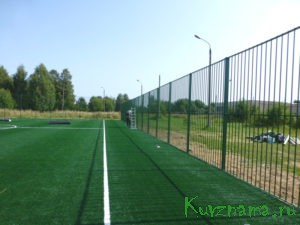 С июля месяца возле СОШ №1 идут работы по оборудованию футбольного мини-поля